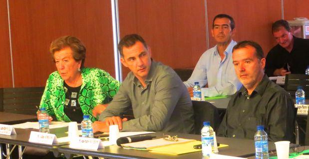 Anne-Marie Natali, maire de Borgo et présidente de l'Intercommunalité Marana-Golu, Gilles Simeoni, maire de Bastia, et Jean-Marie Vecchioni, maire et conseiller général de Campile, chef de file des élus de l'Alta-di-Casacconi.