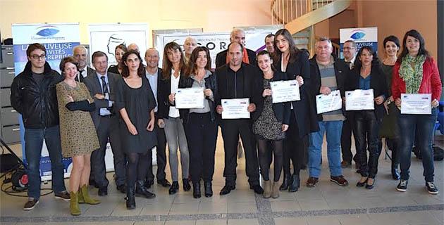 Les lauréats entourés des organisateurs et des partenaires de l'événement.