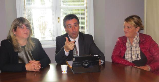 Antoine Orsini, président du groupe Corse Social Démocrate, entouré des deux élues territoriales : Rosy Ferry-Pisani et de Benoite Martelli.
