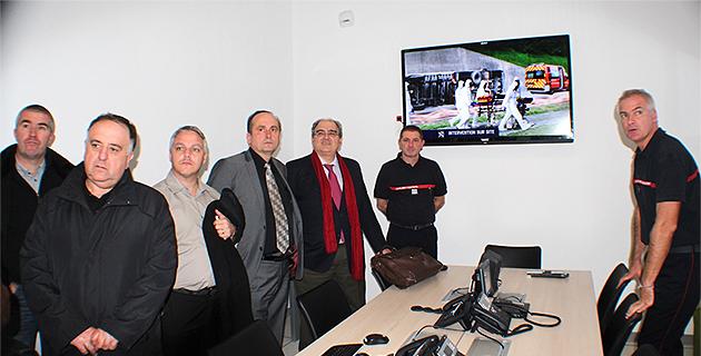 Jean-Luc Beccari (à droite) a expliqué à Paul Giacobbi et aux élus qui siègeant au Sdis de Haute-Corse le fonctionnement du  système de gestion des alertes