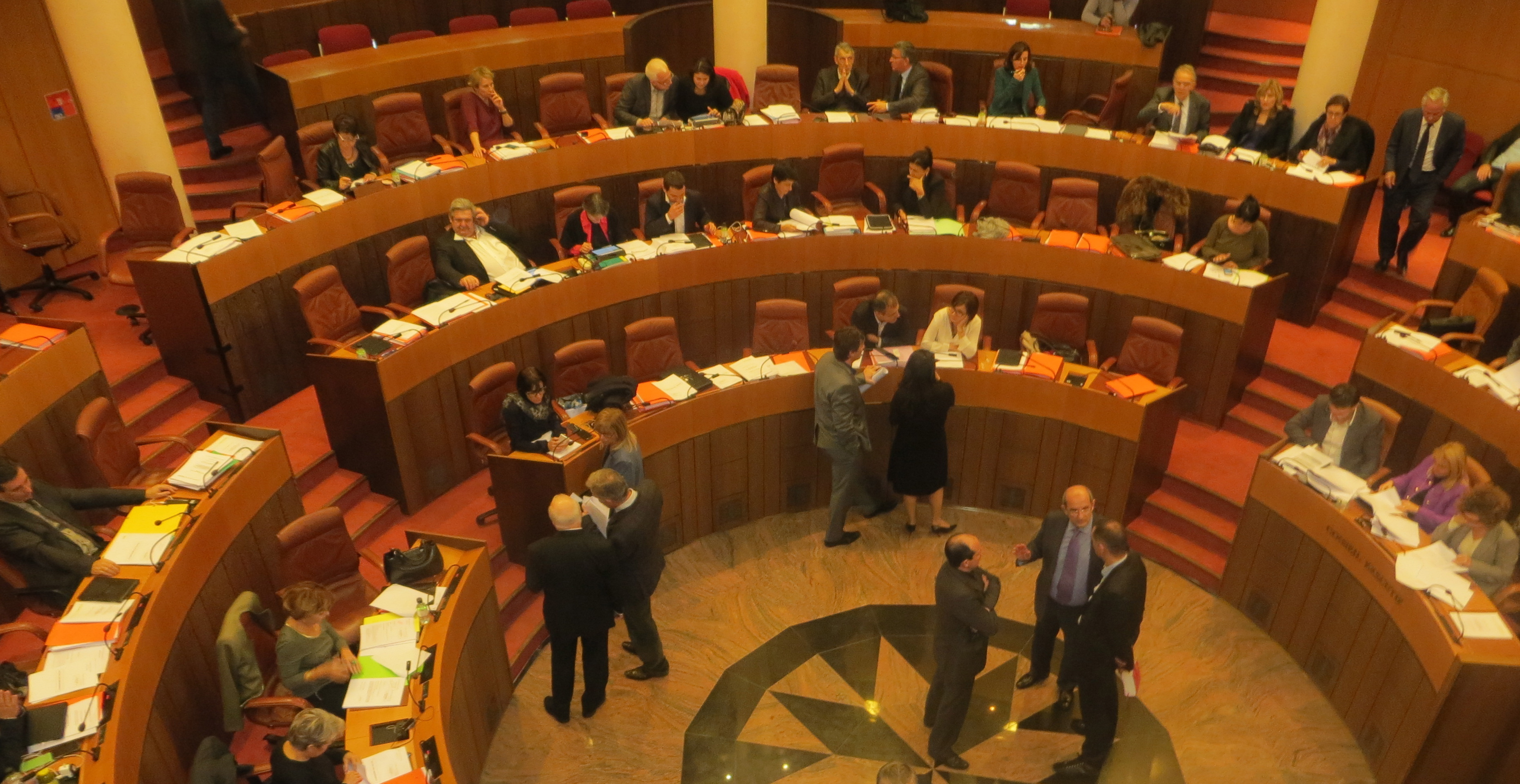 Les conseillers territoriaux dans l'hémicycle de l'Assemblée de Corse.