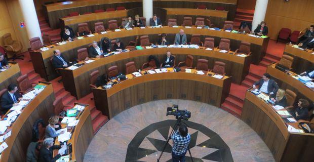 L'hémicycle clairsemé pendant le débat s'est rempli pour le vote.