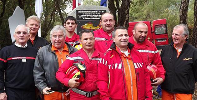 Les bénévoles de l'Adccff en compagnie des piotes de la sécurité civile et du président des anciens sapeurs-pompiers, Jeannot Chiappe lors de la cérémonie de Vignale