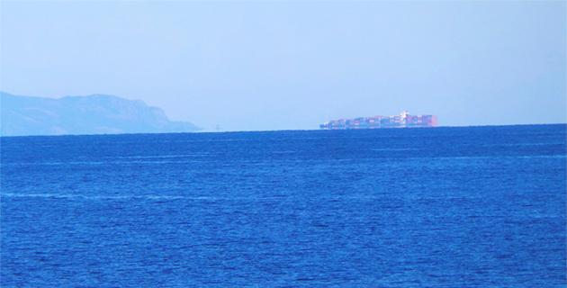 Un drôle de navire au Sud de l'île de Capraia !