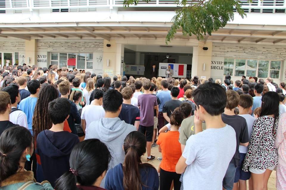 A des milliers de kms de France, les étudiants du Lycée Français International de Bangkok ont également observé une mn de silence