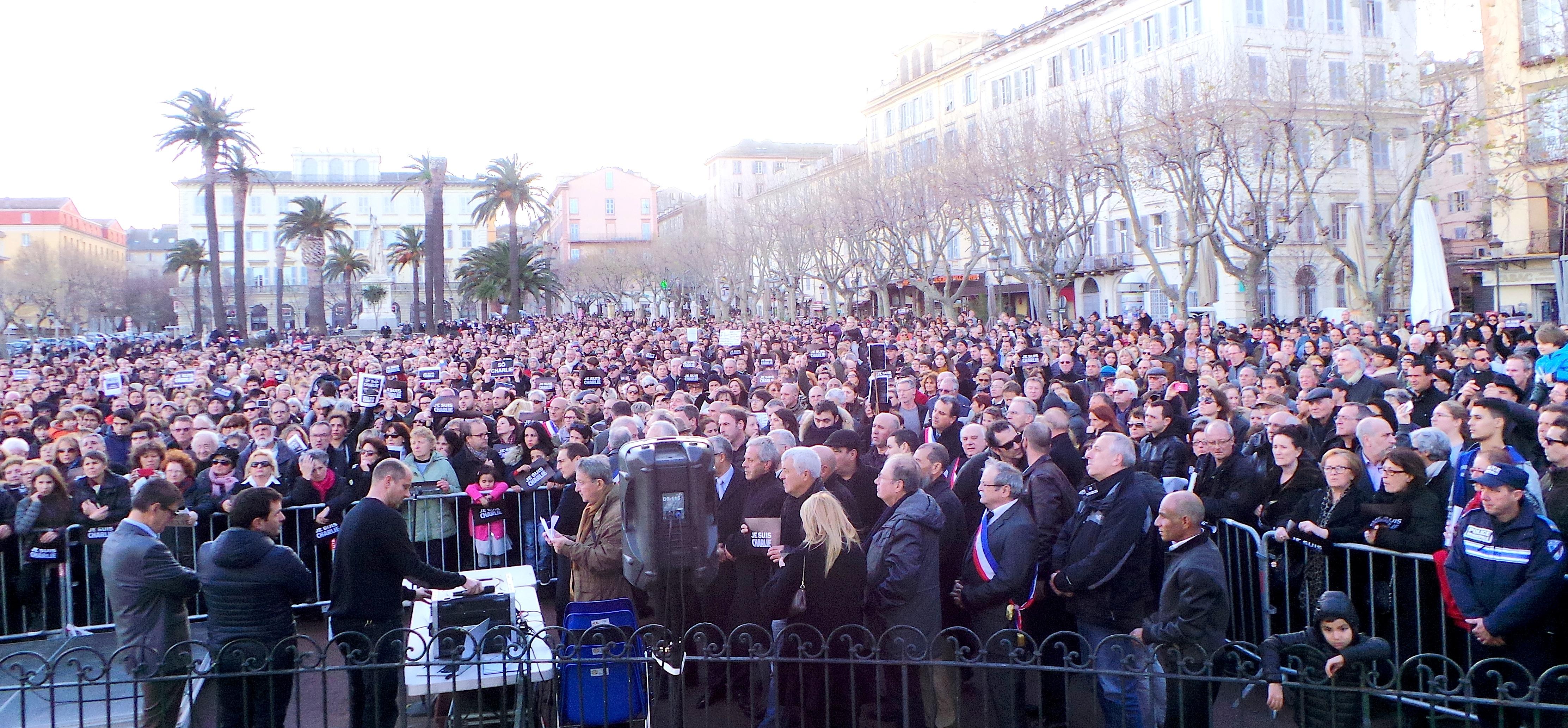 Charlie Hebdo : Les premières images du rassemblement de Bastia