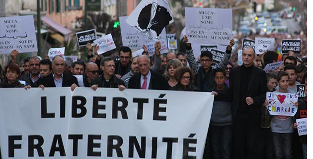 Liberté, fraternité : Plus de 10 000 personnes défilent à Ajaccio