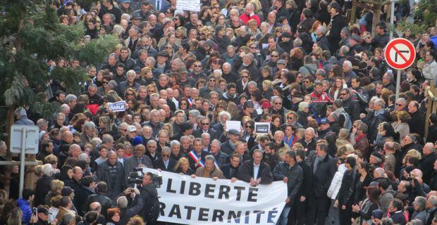 Les élus en tête de la manifestation.