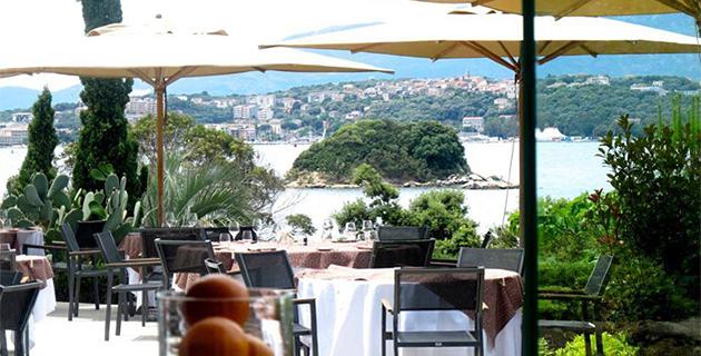 DR https://www.facebook.com/Hotel.Casadelmar