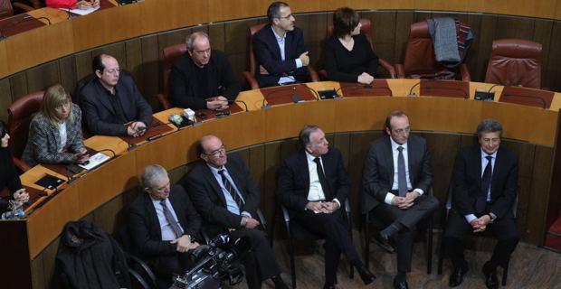 Au premier plan, les parlementaires corses.