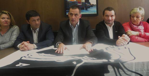 Gilles Simeoni, entouré de D. Villard-Angeli, de Jean-Félix Acquaviva, de Hyacinthe Vanni et d'Anne-Laure Santucci.