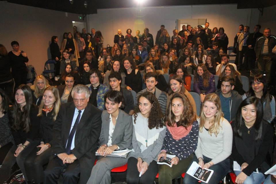 La ministre de l'Education, en compagnie du proviseur du lycée, Jean-Pierre Casanova et des lycéens présents lors du débat