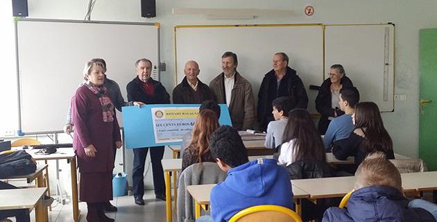 Le Rotary remet un chèque de 600€ pour remercier les collègiens de Balagne