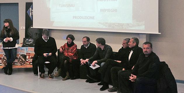 Animé par Serena Talamoni, le débat a rassemblé Sébastien Simoni, Vanina Bernard-Leoni, Jean-André Miniconi, César Filippi, Joseph Colombani et Alain Mosconi à l'université de Corse