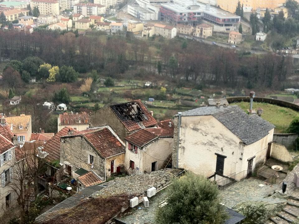 Corte : Un appartement détruit par un incendie près de la Citadelle