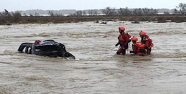 Les hommes du sauvetage en eau vive découvrent le 4X4 (@Sdis2B)