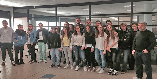 Avec Matthieu Quiriconi, les élèves du professeur Horace Nappo préparent le « café science jeune »
