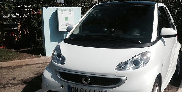 100% électrique, le véhicule mis à la disposition des clients de l'hôtel dispose d'une autonomie de 130 kilomètres