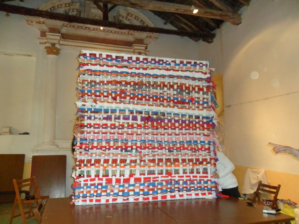 La grande tapisserie réalisée pendant la résidence de Pietracorbara.