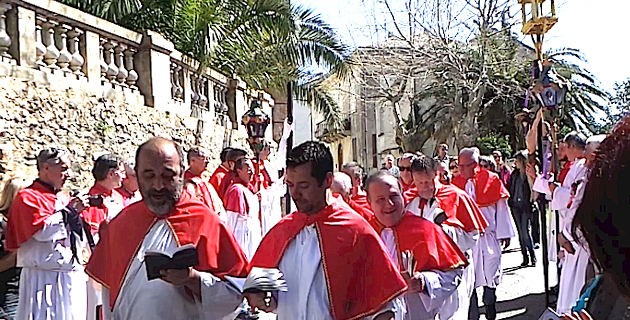 """Venneri Santu in Figarella : La fin de la procession de """"A Pulezzula"""""""