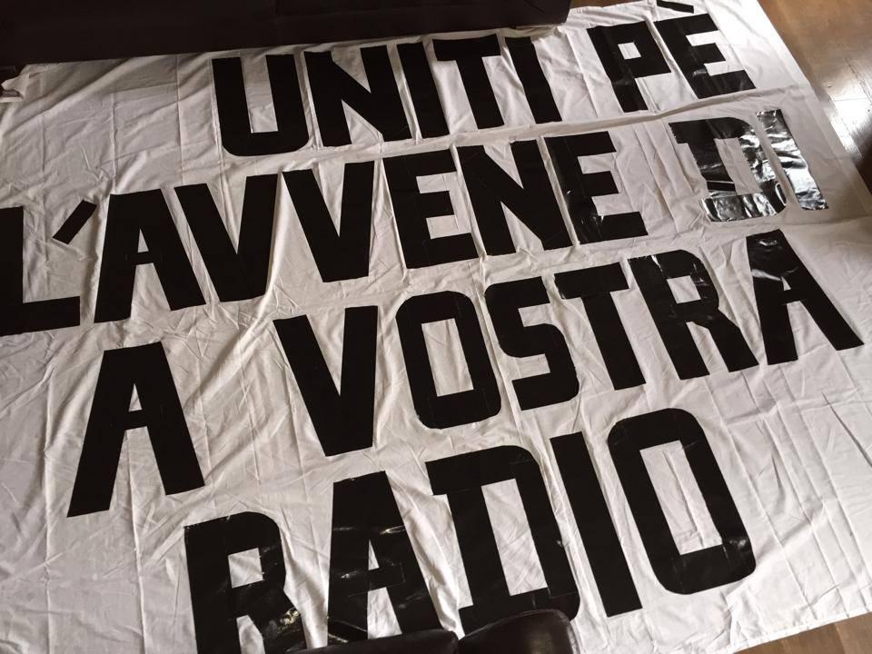 L'équipe de RCFM a préparé des banderoles