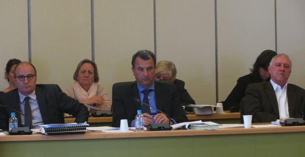 Le président de la CAB, François Tatti, entouré des deux premiers vice-présidents, Jacky Padovani, maire de San Martino-di Lota, et Michel Rossi, maire de Ville-di-Pietrabugno.