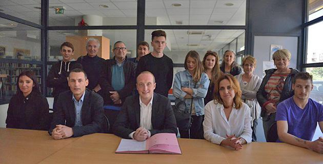"Ajaccio : Signature de la convention ""Bourse au permis 2015"""
