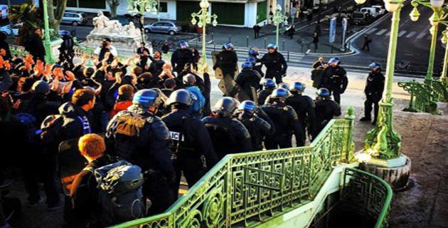 Les jeunes supporters corses parqués à la gare Saint Charles à Marseille. Photo Rumanu Giorgi.