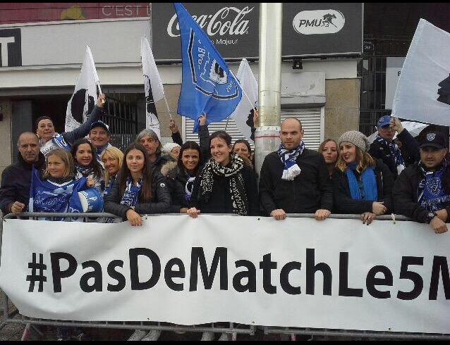 Le collectif des victimes du 5-Mai s'est fait entendre mais la banderole interdite de stade de France