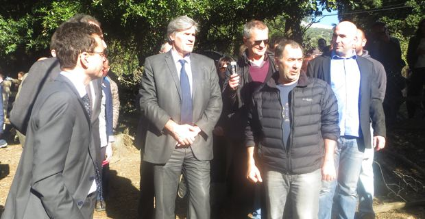 Stéphane Le Foll sur le terrain lors de sa dernière visite en Corse