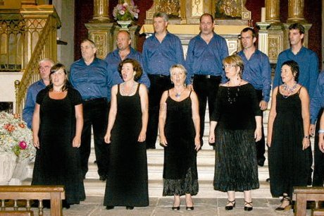 Chants du patrimoine Basque : L'ensemble vocal Atsulai en tournée en Corse