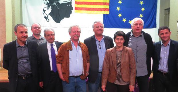 Les élus nationalistes modérés autour de José Bové.