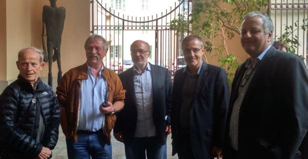 Josep-Maria Terricabras, entouré de José Bové, et des Nationalistes corses : Max Simeoni, Jean-Guy Talamoni et François Alfonsi.
