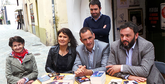 Dominique Mattei,  directrice du Centre Culturel Una Volta, Mattea Lacave, adjointe à la culture, Gilles Simeoni, maire de Bastia, Sébastien Bonifay et (en arrière plan) Pierre Negrel, libraires.