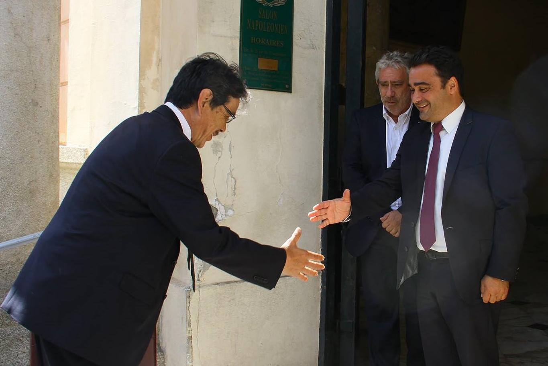 Tamotsu Ikezaki consul général du Japon à Marseille reçu à la Mairie d'Ajaccio