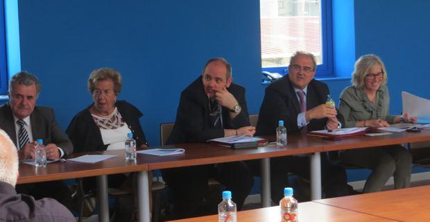 Le président de l'Exécutif de Corse, Paul Giacobbi, entouré d'Anne-Marie Natali, maire de Borgo, présidente de la communauté des communes de Marana-Golo, et des maires des communes membres.