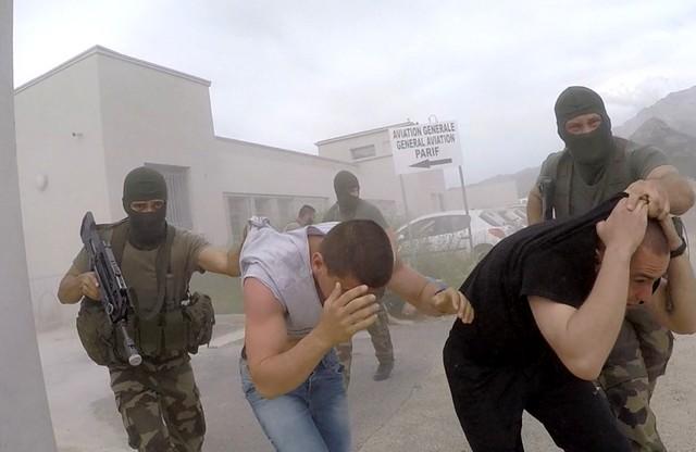 Exercice à l'aéroport de Calvi : 10 hommes tuent 3 ressortissants et prennent 8  otages