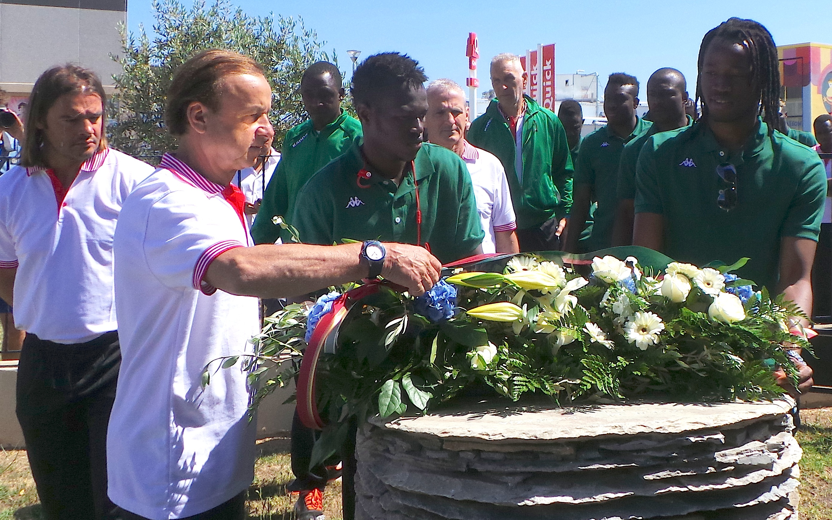 L'hommage de la sélection nationale du Burkina Faso aux victimes de Furiani