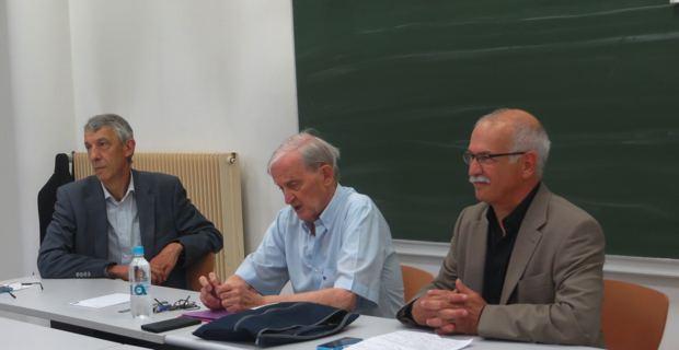 Le leader historique, Edmond Simeoni, entouré de Michel Castellani et de Jean Biancucci, conseillers territoriaux du groupe Femu a Corsica.
