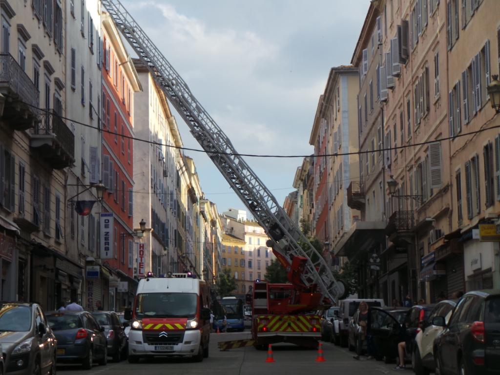 Bastia : La grande échelle déployée sur le boulevard Paoli