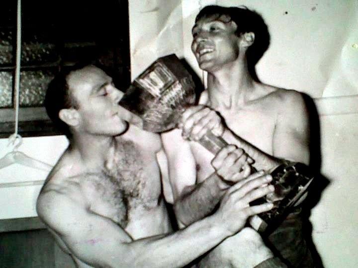 Sur ce cliché, le temps de la gloire, avec son ami Angeot Dellasantina « Capita » (à gauche) disparu lui aussi il y a peu de temps