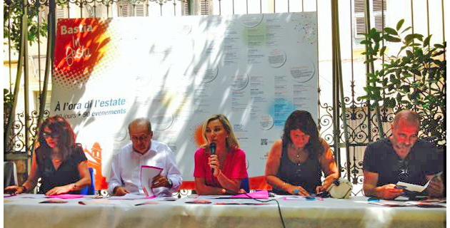 Linda Piperi, adjointe déléguée à l'animation, entourée de Philippe Peretti, adjoint au patrimoine, Mattea Lacave, adjointe à la culture et Didier Grassi, délégué au sport.