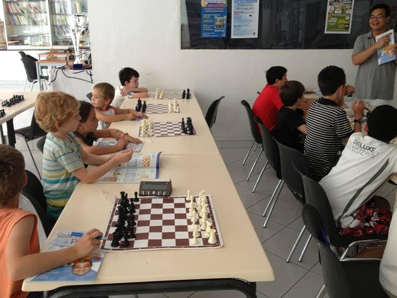 """""""Scacchi è lingua corsa"""" : Stasgi bislingui d'estate in a casa di i scacchi in Bastia !"""