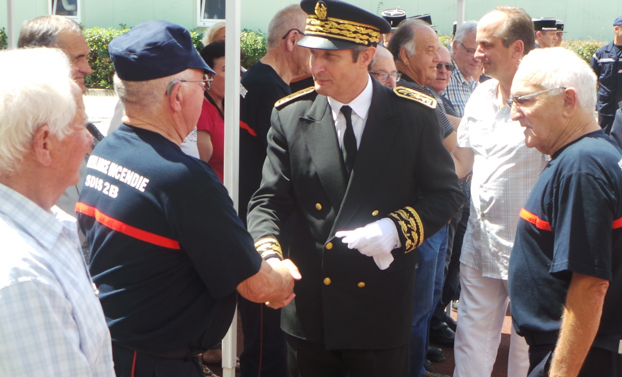 Jeannot Chiappe (à droite) en compagnie de Alain Rousseau, alors préfet de Haute-Corse : Toujours aux côtés des anciens pompiers