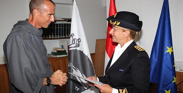 Cérémonie  de remise de décrets de naturalisation française à la sous-préfecture de Calvi