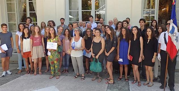 Remise du Prix de l'Education citoyenne : Les élèves du lycée Laetitia à l'honneur