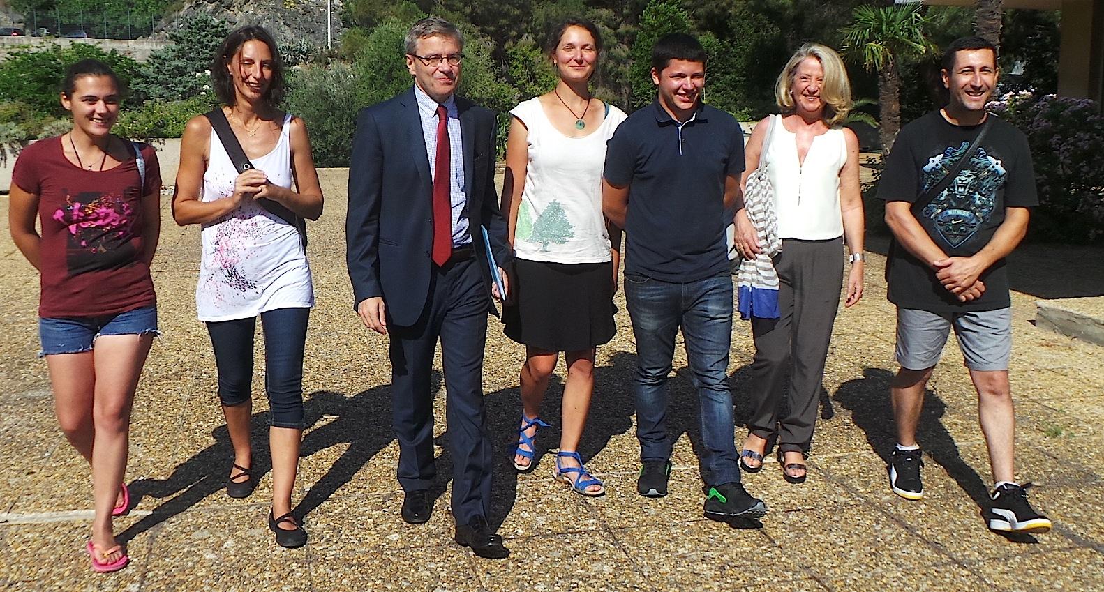 Les jeunes qui se sont engagés dans le service civique avec leurs tuteurs et Alain Thirion le préfet de Haute-Corse