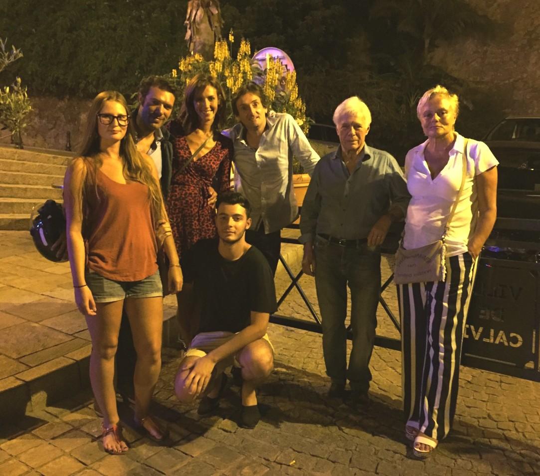 Muriel Robin, Pierre Palmade et la famille Bedos sur les quais de Calvi