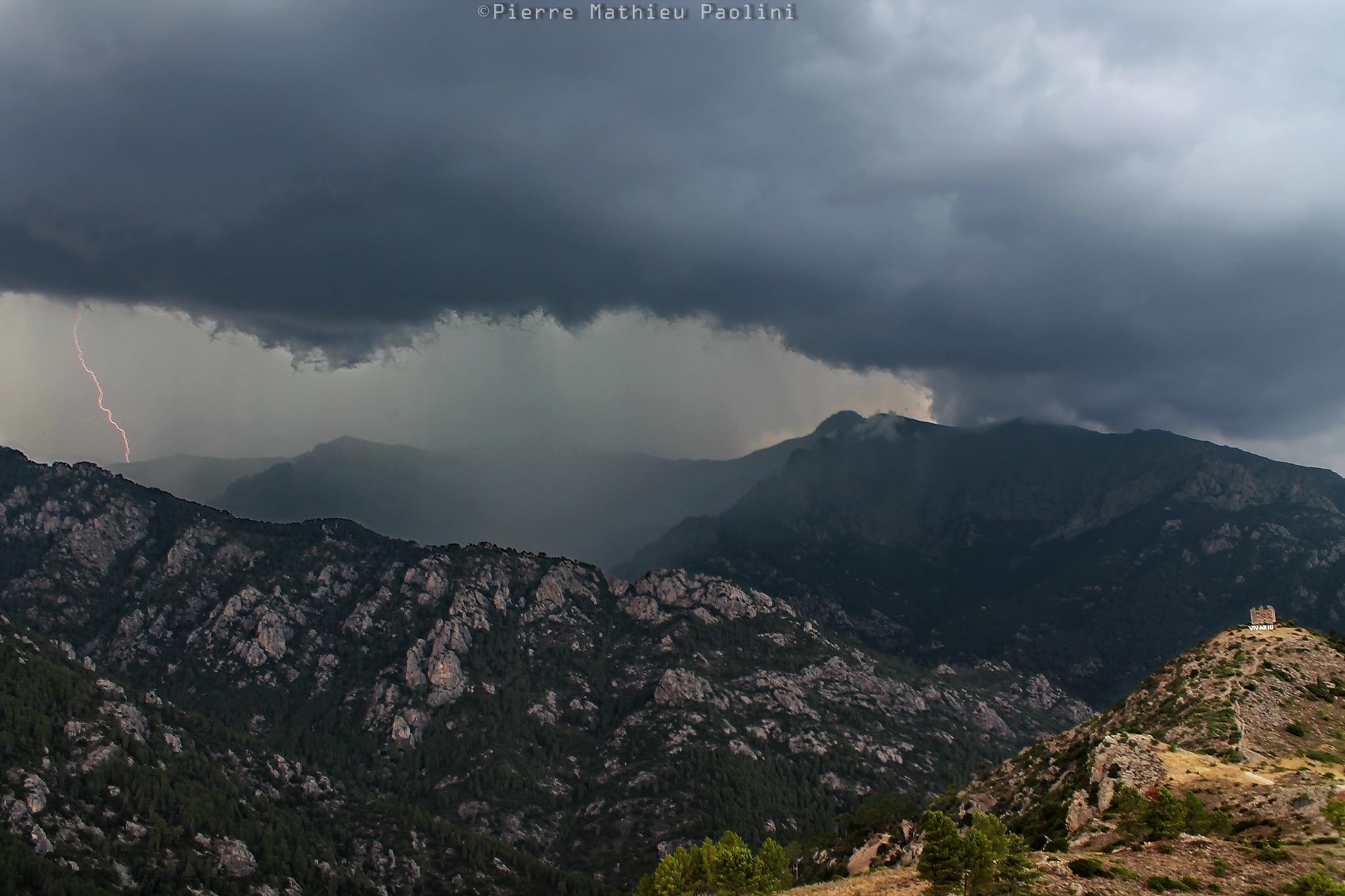 L'orage au-dessus de Vivario (Photo Pïerre-Mathieu Paolini)