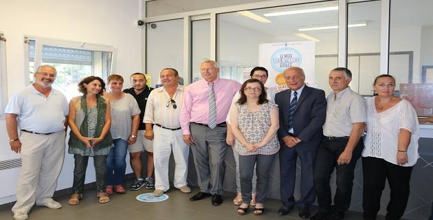 Le nouveau métier de facteur-guichetier présenté au bureau de poste de Sari d'Orcino